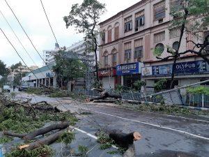 Cyclone Amphan hits Kolkata May 2020